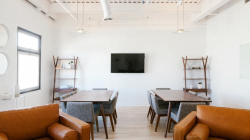 Modern-meeting-room-675339-edited.png